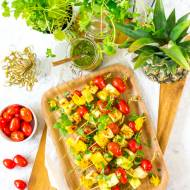 Szaszłyki z serem halloumi, ananasem i pomidorami