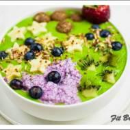 Zielone smoothie bowl czyli zielona miseczka pełna witamin