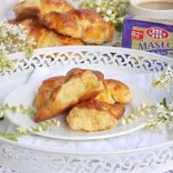 Chrupiące, maślane i rumiane croissanty.