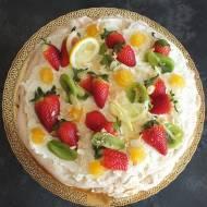 Tort bezowy z kremem cytrynowym i owocami