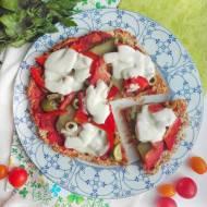 Zdrowa pizza z patelni na twarogowym spodzie, gotowa w kilka minut