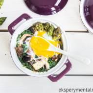 Szparagi zapiekane z jajkiem na śniadanie