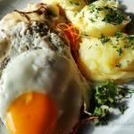Kotlet schabowy z jajkiem i papryką