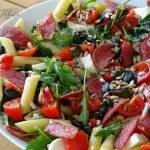 Sałatka włoska z chrupiącym salami