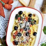 Makaron z pieczarkami, szpinakiem, oliwkami i chorizo