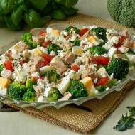Bokułowa sałatka z wędzonym twarogiem i tuńczykiem