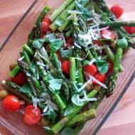 Pieczone szparagi z warzywami