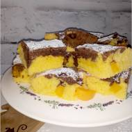 Szybkie ciasto z owocami – ekstrakt waniliowy, kakao i brzoskwinie