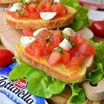 Bruschetta z mini mozzarellą