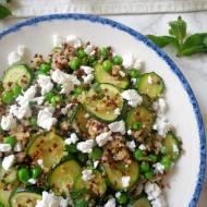 Sałatka z komosą ryżową, cukinią, groszkiem i fetą (Insalata di quinoa con zucchine, piselli e feta)