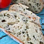 Chleb ze szpinakiem i pokrzywą