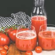 Sok warzywny z pomidorami, papryką i cukinią