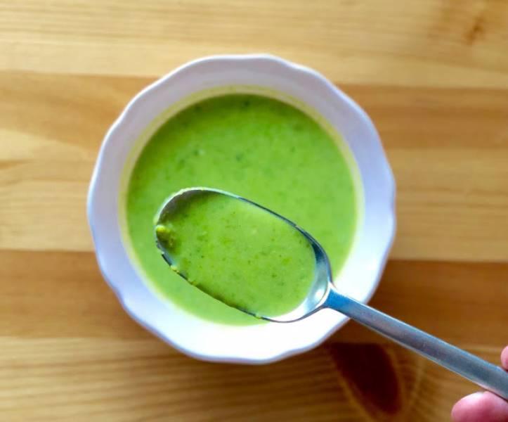 Zupa krem z zielonego groszku z mozzarellą