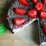 Tort z truskawkami i bitą