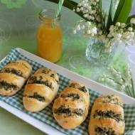 Bułki z masłem czosnkowo-pietruszkowym