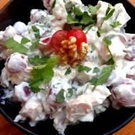 Sałatka 5 składnikowa - winogrona, orzechy włoskie, kurczak, kolendra, jogurt grecki.
