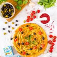 Bułgarska banica z serem śródziemnomorskim Apetina, szpinakiem i oliwkami