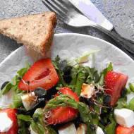 Sałatka z truskawkami i szparagami