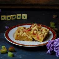Kruche ciasto z rabarbarem i kruszonką