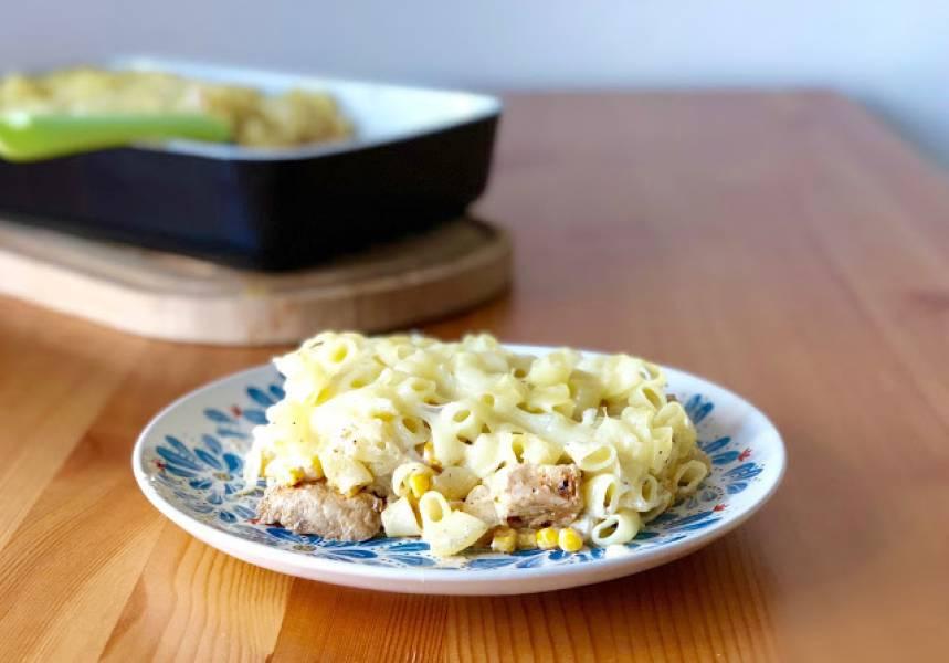 Szybka zapiekanka makaronowa z kurczakiem i kukurydzą