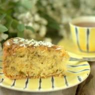 Ciasto z kwiatami akacji