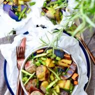 Miska zdrowia z pulpecikami drobiowymi z tuńczykiem i szynką parmeńską, grillowanymi batatami i fioletowymi ziemniakami oraz szp