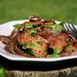 Grillowana wątróbka z indyka w czerwonej cebuli na ostro, z nutą wędzonej papryki
