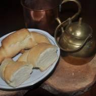 rogaliki sniadaniowe, wyrabiane łyżką ,na drozdzach i proszku