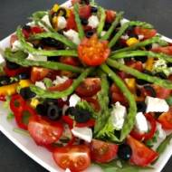 Sałatka do grilla – ze szparagami, papryką, pomidorkami i fetą