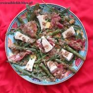 Sałatka ze szparagami i miodowo-orzechowym winegretem