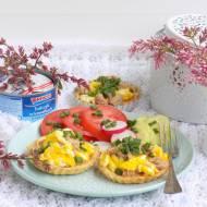 Kruche tartaletki z tuńczykiem i jajecznicą.