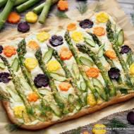 Pizza ze szparagami, marchewką i twarożkiem