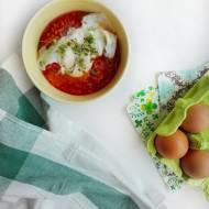 Pomidorowy ryż z jajkiem w koszulce