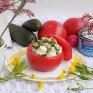 Pomidory faszerowane wiosenną sałatką z tuńczykiem.