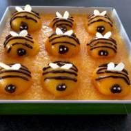 Pszczółka Maja – ciasto z brzoskwiniami i pysznym miodowym kremem