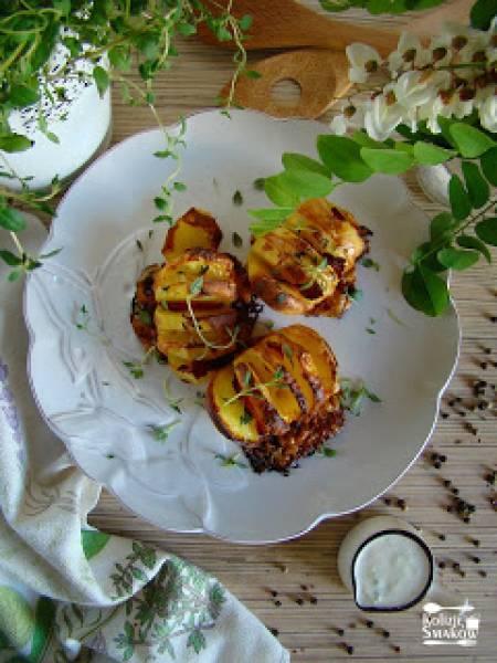 Ziemniaki zapiekane z boczkiem i żółtym serem