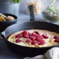 Puszysty omlet miodowy z malinami / Fluffy honey pancake with raspberries