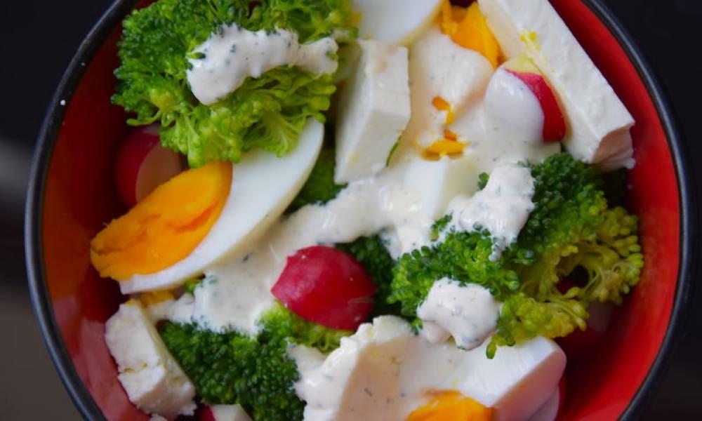 Przepis Na Salatka Z Brokulem I Jajkiem Feta Pasja Tworzenia