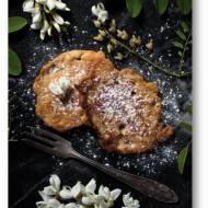 Owsiane racuchy z kefirem i kwiatami akacji, czyli robinii akacjowej