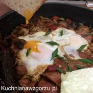 Śniadanie z płynącym jajkiem sadzonym