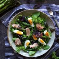 Sałatka ze szparagami i tuńczykiem