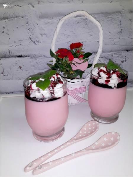 Jogurtowa pianka truskawkowa (deser). I jakie ozdoby do deserów warto mieć w kuchni.