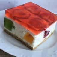 Ciasto jogurtowe bez pieczenia z truskawkami