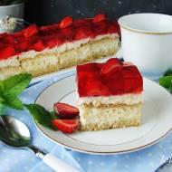 Ciasto z kremem rafaello i truskawkami