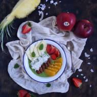 Jabłkowe smoothie bowl z truskawkami