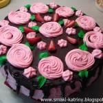 Tort z truskawkową wkładką-kakaowo-śmietankowy