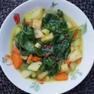 Delikatna zupa ze szpinakiem i szparagami