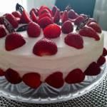 Najprostszy tort z truskawkami
