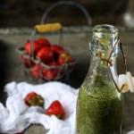 Smoothie ze szpinaku, brokułów i truskawek