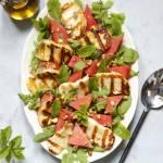 Sałatka z arbuza z grillowanym halloumi